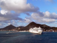cruise ship leaving St Marteen