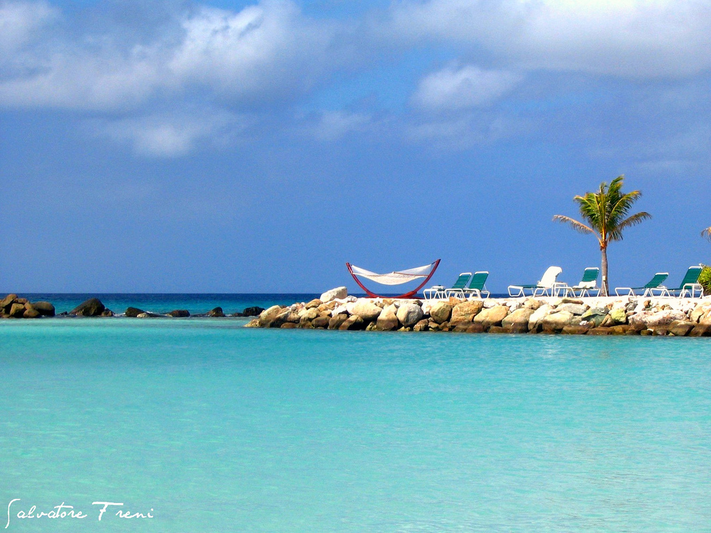 Top five caribbean honeymoon destinations for 2013 for Beach honeymoon destinations in the us